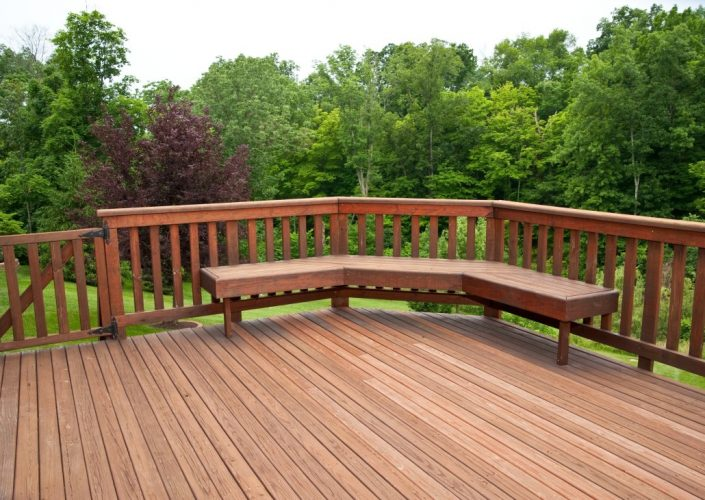 Outdoor-Deck-Design-With-magnificent-wooden-banister-rail-fences-with-simple-custom-wooden-