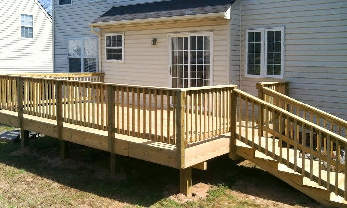 Chesterfield-backyard-deck-construction